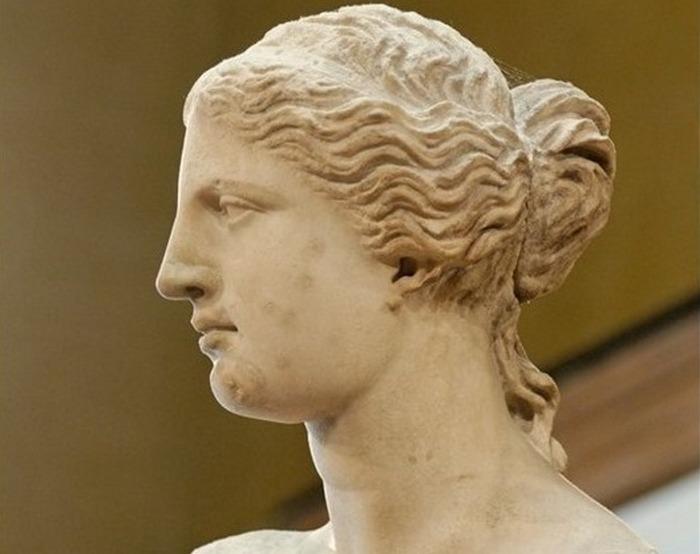 Известнейшая греческая скульптура, датируемая примерно 100 г. до н.э. и найденная в 1820 г. на эгейском острове Милос.